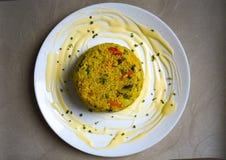 Bulgur με τα λαχανικά στο πιάτο στοκ εικόνες