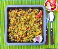 Bulgur cozido com vegetais perto acima Fotografia de Stock