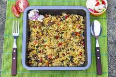 Bulgur cozido com vegetais perto acima Fotografia de Stock Royalty Free