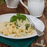 Bulgur z fasolkami szparagowymi, zielonymi grochami i serem, Obraz Stock
