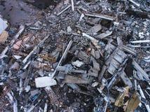 buliding破坏的过程,被拆毁的房子,从空气的射击与寄生虫 免版税库存图片