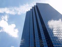 Buliding di vetro nelle nubi Immagini Stock Libere da Diritti