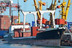 Bulk cargo ship under port crane Stock Photography