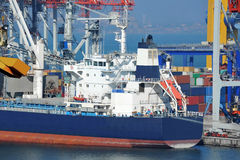Bulk cargo ship under port crane Royalty Free Stock Photos