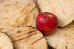 Bulk rood Apple, gered Apple stock afbeelding
