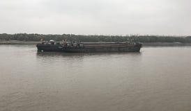 Bulklading die op de Yangtze-Rivier verschepen stock foto