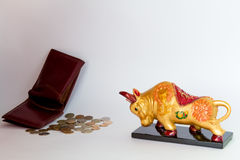 Bull and an empty wallet Royalty Free Stock Images