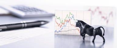 Bull está conduzindo o desenvolvimento dos preços de mercado conservados em estoque foto de stock royalty free