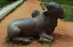 Bull-Nandhi-estatua en el palacio del maratha del thanjavur Imágenes de archivo libres de regalías