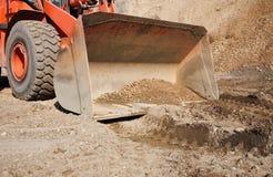 Bulldozer arancione sul lavoro Immagini Stock Libere da Diritti