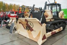 Bulldozer B11-7000E1N av den Chelyabinsk traktorväxten Arkivfoton