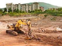 Bulldozer dichtbij stad Royalty-vrije Stock Foto