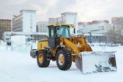 Bulldozer efter arbete i isstad Royaltyfria Bilder