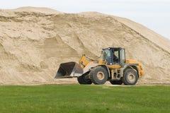Bulldozer en zand Royalty-vrije Stock Afbeeldingen