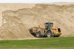 Bulldozer en zand Stock Afbeeldingen