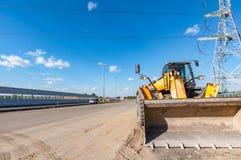 Bulldozer giallo dalla nuova strada Immagini Stock Libere da Diritti