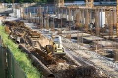 Bulldozer i en konstruktionsplats i Bucharest Arkivfoton