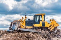 Bulldozer i handling royaltyfri fotografi