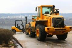 Bulldozer och gaffeltruck Volvo Royaltyfri Foto