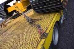Bulldozer op vrachtwagen stock fotografie