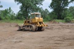 Bulldozer på en konstruktionsplats royaltyfri fotografi