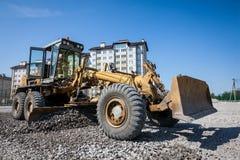 Bulldozer som arbetar på konstruktionsplatsen Royaltyfria Foton