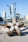 Bulldozer som krossar byggnaden Royaltyfria Bilder
