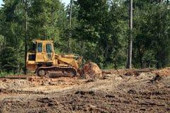 bulldozer som skjuter sanden royaltyfri foto