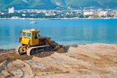 Bulldozer sulla spiaggia Immagini Stock