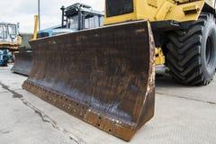 Bulldozeranseende på vägkonstruktion - industriellt begrepp Fotografering för Bildbyråer