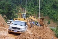 Bulldozern gör klar vägen Fotografering för Bildbyråer