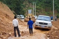Bulldozern gör klar vägen Arkivbilder