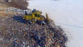 Bulldozern på arbete på förrådsplatsen surr 4K lager videofilmer