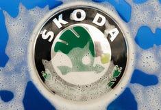 bulle bleue de voiture de rs d'octavia de skoda grande photos libres de droits