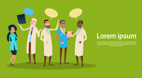 Bulle de causerie de réseau de soin de médecine de médecin Team Clinic Hospital Practitioner Group illustration stock