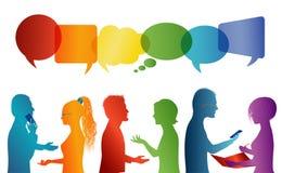 Bulle de la parole Communication entre le groupe de personnes qui parlent Parler de foule Communiquez la mise en r?seau sociale d illustration libre de droits