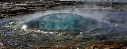 Bulle de Strokkur Geysir le moment avant éruption, Geysir, Islande Images stock