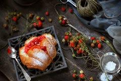 Bulle med hemlagat jordgubbedriftstopp Royaltyfri Bild