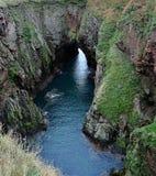 Bullers van Buchan, Doen ineenstorten overzees hol, Aberdeenshire, Schotland Royalty-vrije Stock Foto