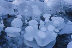 Bulles d'air sur le lac congelé Alabama Image stock