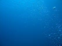 Bulles dans l'océan Images stock