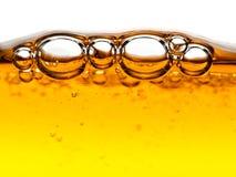 Bulles dans le savon liquide orange Photo stock