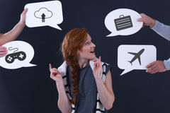 Bulles de la parole avec les icônes populaires Image stock