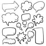Bulles de la parole ou de pensée de différentes formes et tailles Illustration tirée par la main de vecteur de griffonnage de ban Image stock