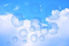 Bulles de savon sur le ciel bleu Image stock
