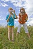 Bulles de soufflement de Childrem Photographie stock libre de droits