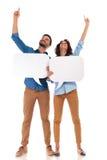 Bulles hoding de la parole de couples occasionnels et ponting  Photos libres de droits