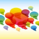 Bulles transparentes de causerie d'arc-en-ciel sur coloré Images stock
