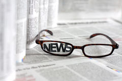 Bulletins op kranten Stock Foto