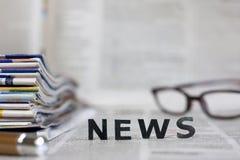 Bulletins op kranten Stock Fotografie